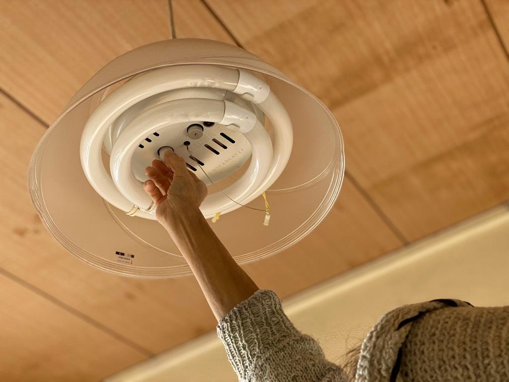 電球が切れたけれど高くて届かない!